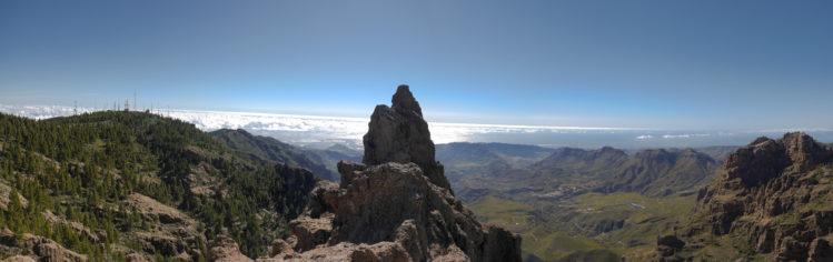 Panorama von Gran Canaria mit Tal und Felsen