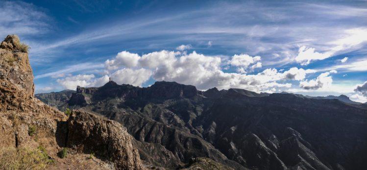 Blick zum Roque Nublo vom Roque Bentayga