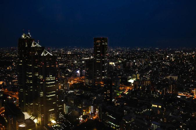 Panorama von Tokio bei Nacht vom Rathaus