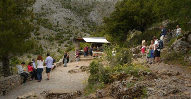 Plateau vor dem Dikteon Andron