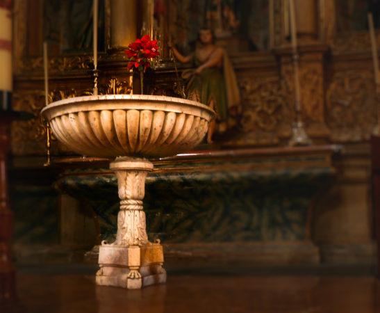 Weihbecken in der Basilika von Teror