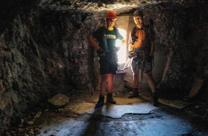 2 Männer in einem Bunker aus dem 1. Weltkrieg
