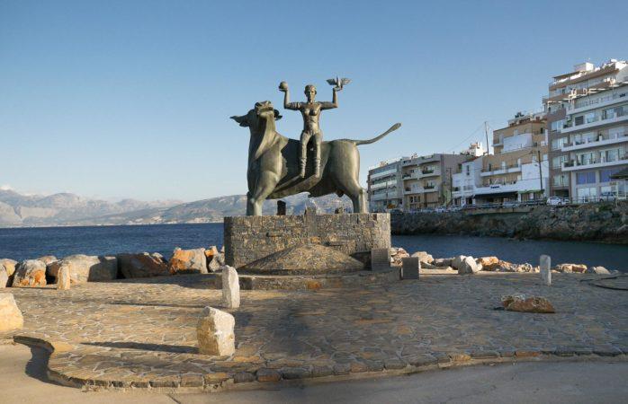 Statue von Europa mit Zeus als Stier aus Metall