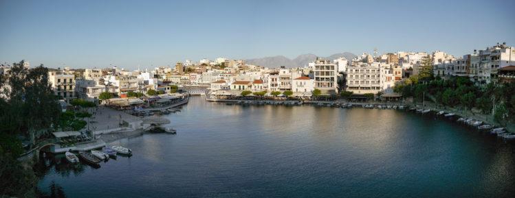 See mit Häuserpromenade in Agios Nikolaos