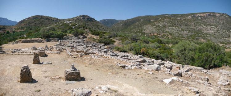 Reste eines minoischen Palastes mit Säulenfundamenten
