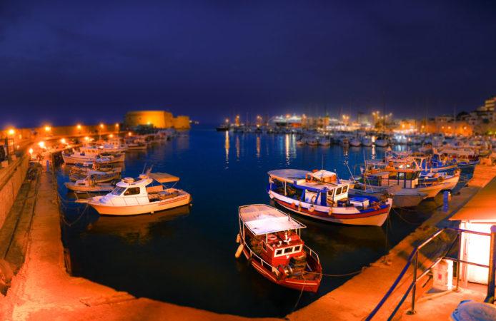 Hafen von Heraklion bei Nacht