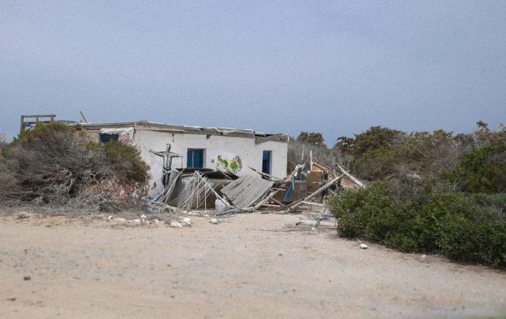 Zerfallenes Haus mit Malereien