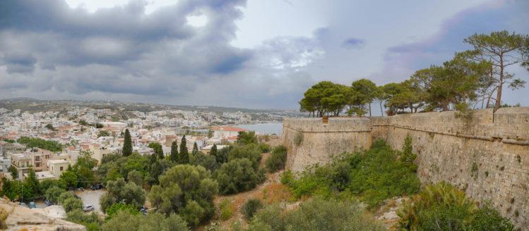 Panorama von Festungsmauer mit Blick auf Stadt Rethimno