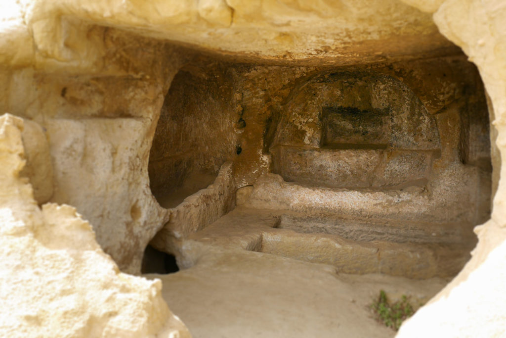 Römische Grabhöhle mit Bestattungskammern