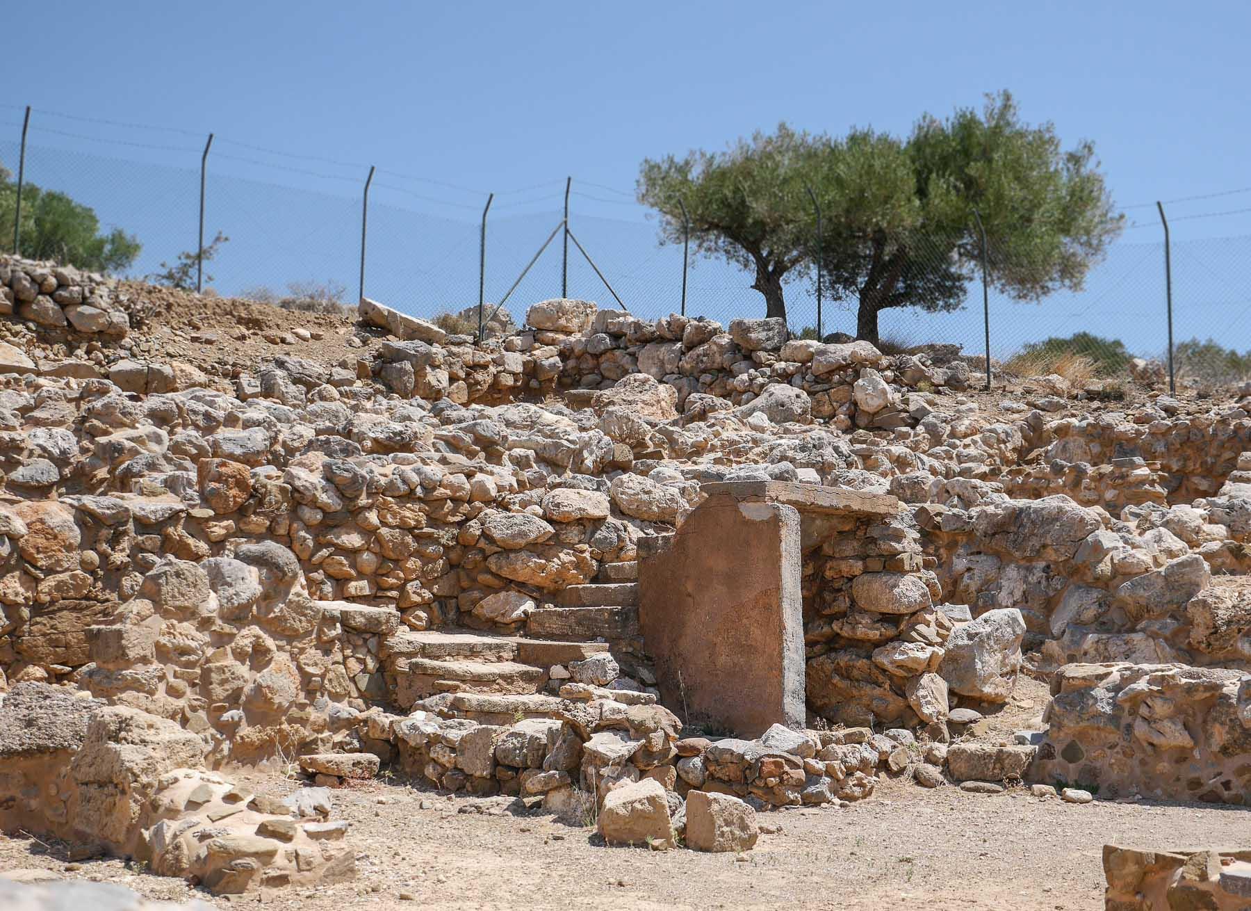 Alte Treppe bei der Ausgrabungsstätte in Kato Zakros