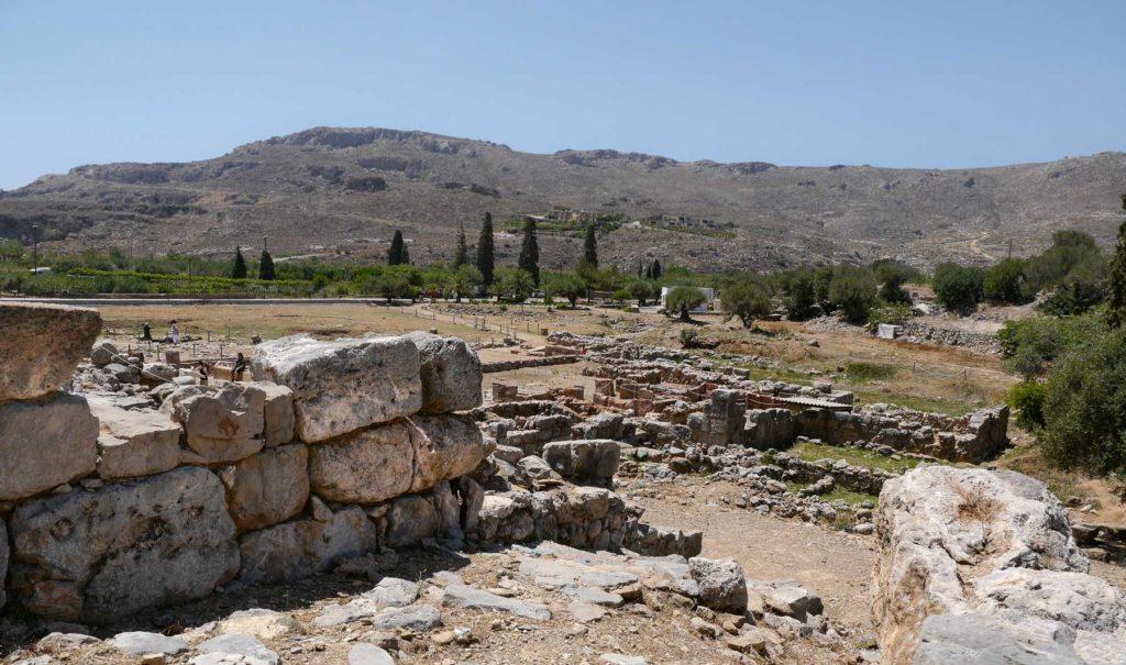 Blick vom oberen Teil der Ausgrabungsstätte auf die Überreste