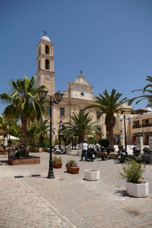 Kirche mit einem seitlichem Kirchturm in Chania