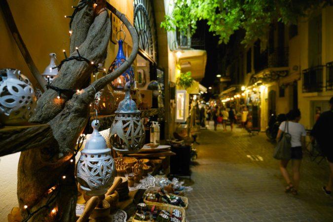 Öllampen an einem Geschäft in Chania
