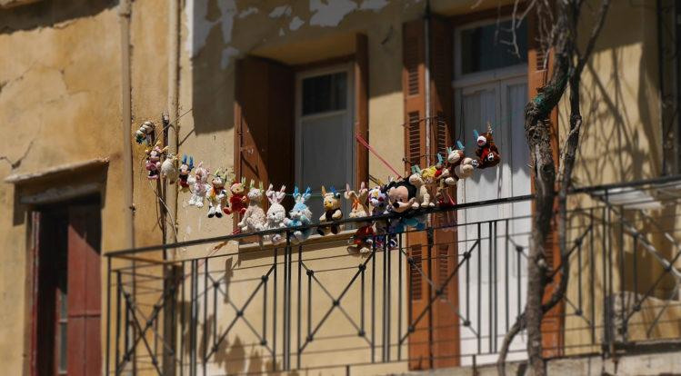 Disney Plüschtiere an einer Wäscheleine