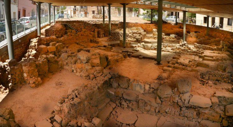 Überdachte Ausgrabungsstätte in Chania