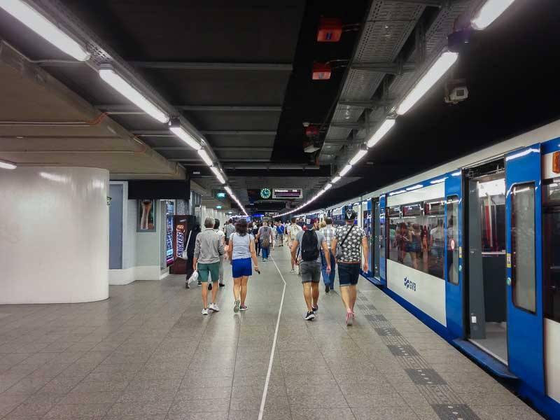 Bahnhof der Metro Amsterdam