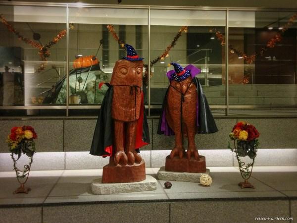Dekorierte Eulen zu Halloween