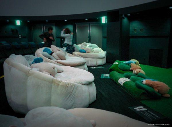 Innenaufnahme des Konica Minolta Planetarium in Ikebukuro
