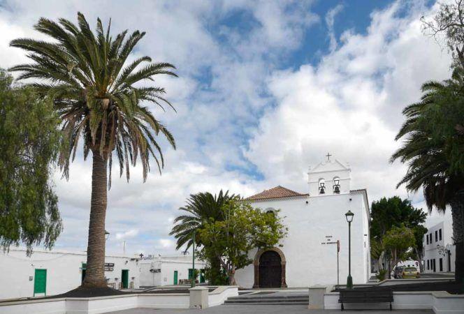 Kirche im Dorf Yaiza auf Lanzarote