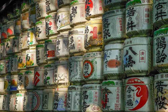 Sake Fässer bei Meiji Shrine in Tokio