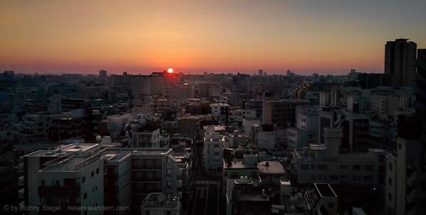 Blick auf Tokio bei Sonnenaufgang