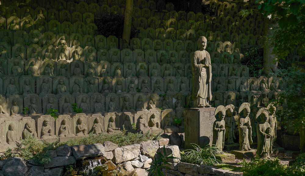 Buddhastatuen im Daien-ji Tempel in Tokio