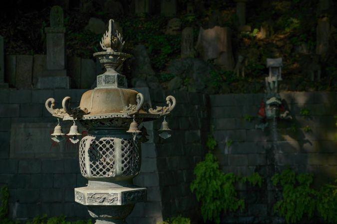 Japanische Steinlampe im Ryusen-ji Tempel