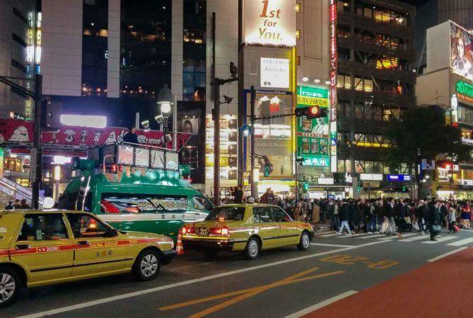Polizisten DJs zu Halloween in Shibuya