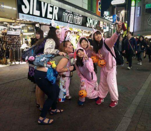 Selfie mit Einhornkostümen zu Halloween in Shibuya