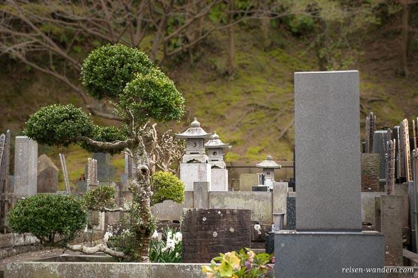 Friedhof im Kenchō-ji Tempel in Kamakura