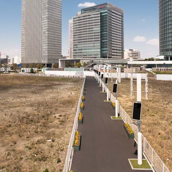 Bild: Straßenlampen mit Solar und Windrad