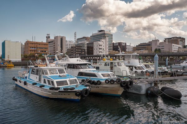 Bild: Hafen mit Booten in Yokohama