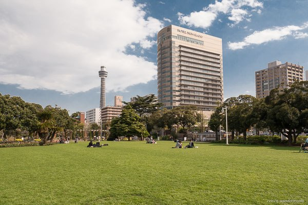 Bild: Yamashita Park mit Marine Tower Yokohama