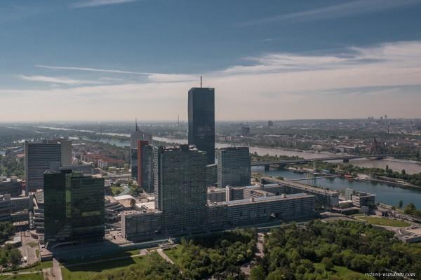 Blick vom Donauturm auf Kaisermühlen VIC