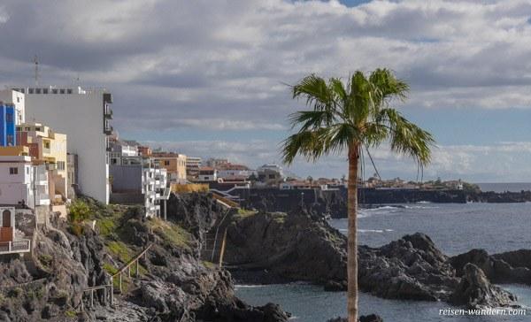 Steinige Küste von Puerto de Santiago auf Teneriffa