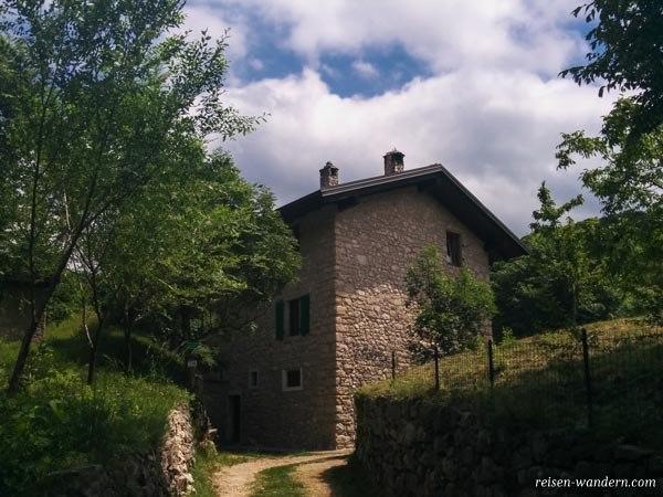 Haus auf dem Malga Zures am Gardasee