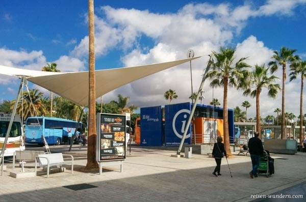 Touristeninfo und Busbahnhof am Flughafen Teneriffa