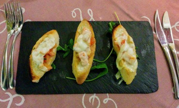 Tapas Baquette mit Tomaten und Käse auf Teneriffa