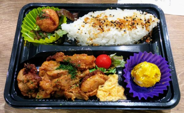 Mitttagslunch als Streetfood in Tokio