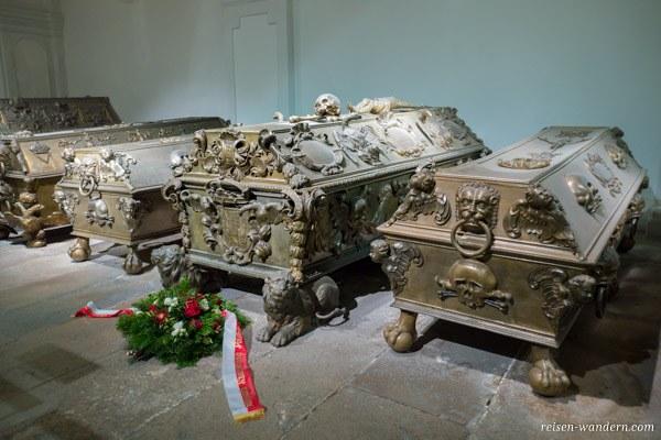 Gräber in der Kaisergruft in Wien