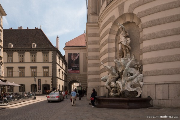 Skulptur am Michaelerplatz in Wien