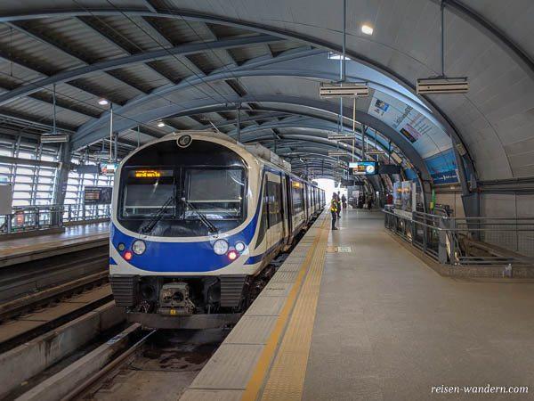 Bahnhof mit Suvarnabhumi Airport Rail Link in Bangkok