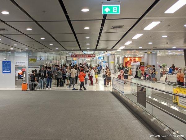 Fahrkartenautomaten des Airport Rail Link im Flughafen Bangkok