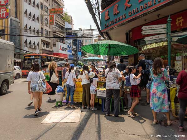 Chinatown mit Essensstand in Bangkok