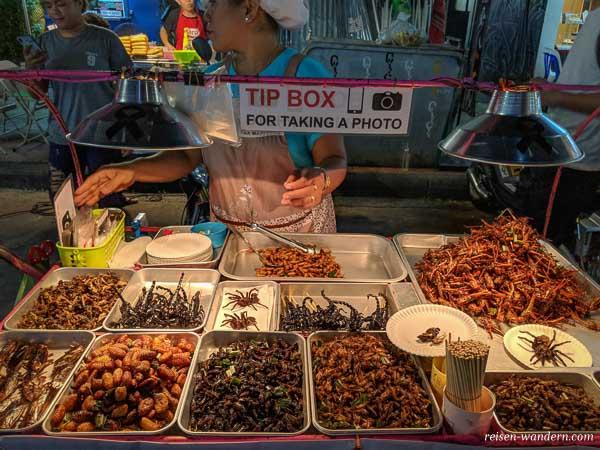 Insekten Essen auf der Khao San Road in Bangkok
