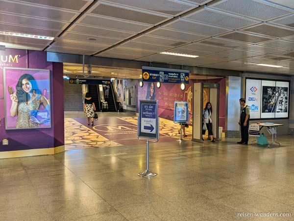 Sicherheitskontrolle U-Bahn Bangkok