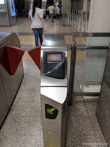Ausgangsschranke der U-Bahn in Bangkok