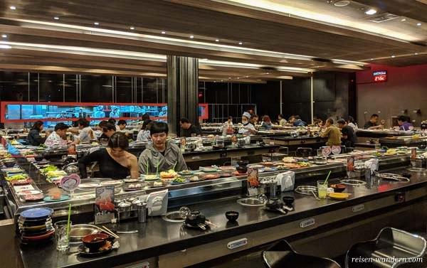 Riesen Running Sushi in Bangkok