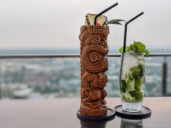 Cocktails in einer Sky Bar in Bangkok