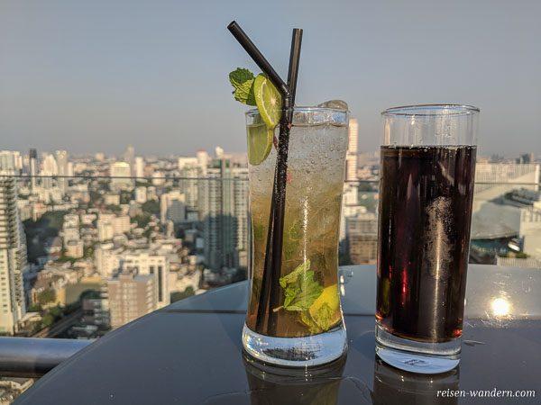 Skybar mit Cocktails in Bangkok